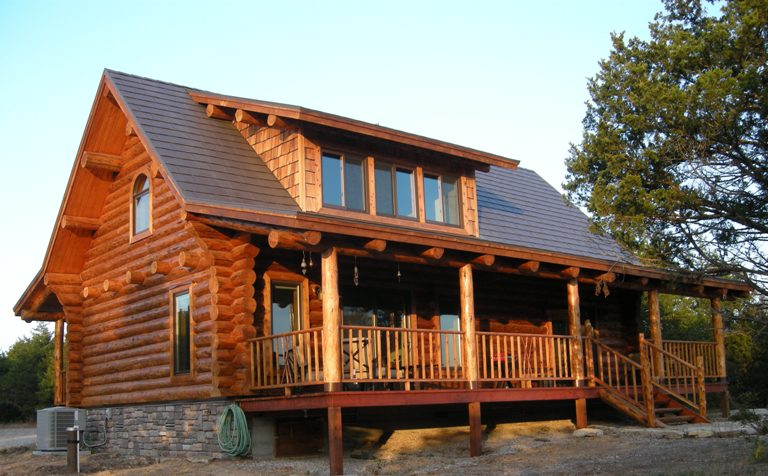 Handcrafted Log Home for Dale and Cecilia Thompson : Montana Log Homes